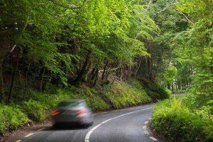 Rijden aan de andere kant van de weg in ierland met Galtic