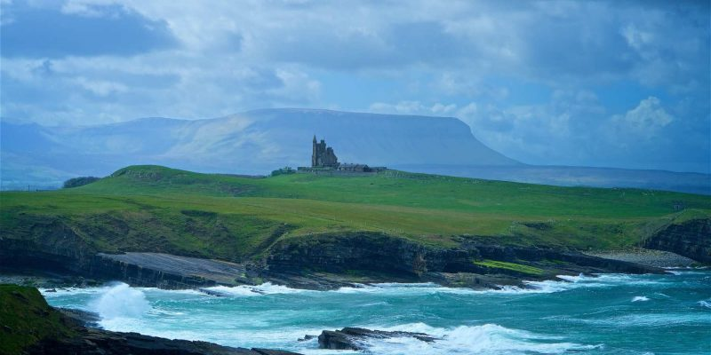 The Ben Bulben Mountain in Ierland met Galtic