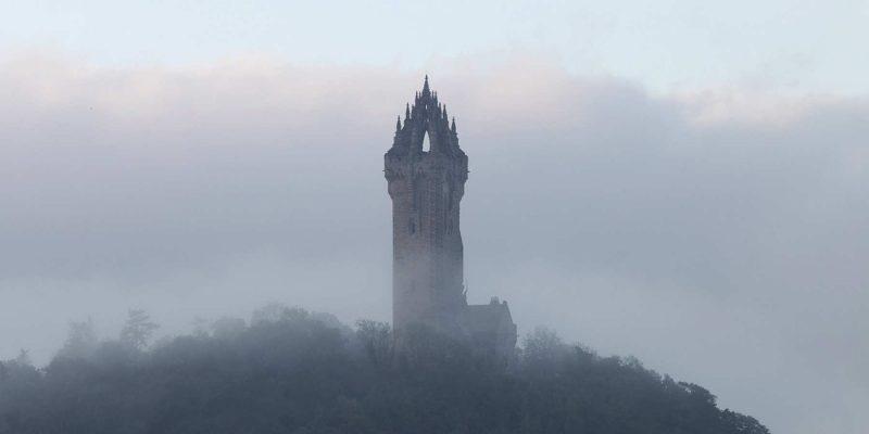Wallace Monument in de mist in Schotland Reizen met Galtic