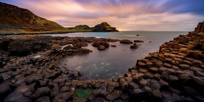 Zonsondergang Giant's Causeway Ierland met Galtic