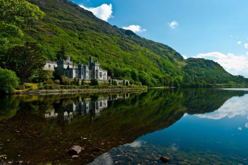 De kamers in het Kylemore klooster worden bewoond door de nonnen, maar je kan de vrije kamers ook bezoeken.